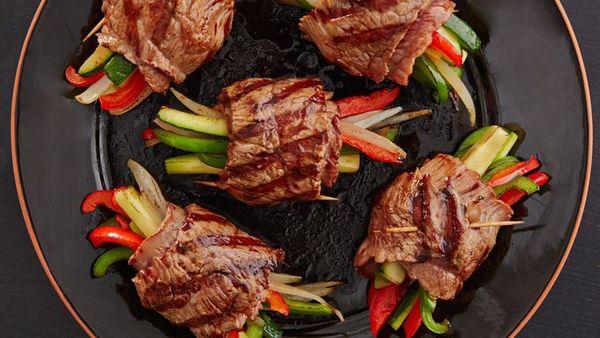 Thịt bò cuộn rau củ nướng áp chảo